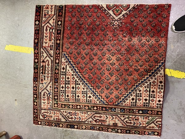 VINTAGE RUG - TRIANGLE MEDALLION