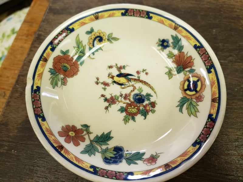 Set a 4 restaurant ware dishes