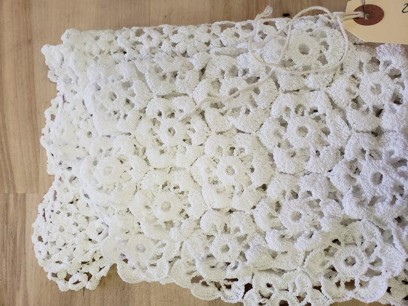 2 pieces of lace