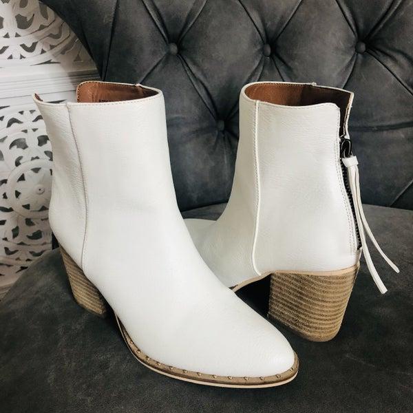Willa White Boots
