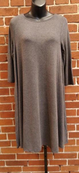 Basic 3/4 Sleeve Pocket Dress
