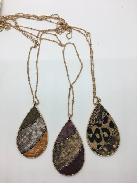 Mixed Print Tear Drop With Crystal Detail Necklace
