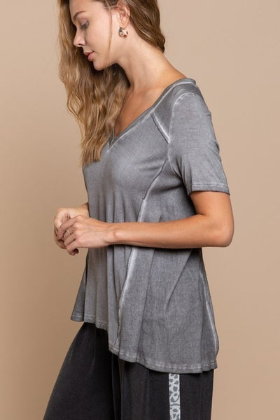 POL - Deep V Flowy Top