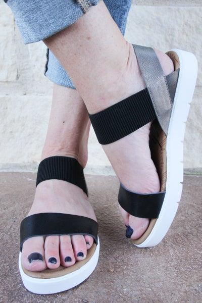 On a Streak Sandals Black *Final Sale*