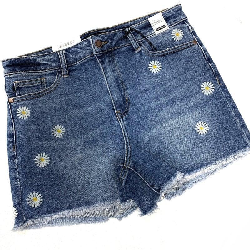"Judy Blue ""Driving Me Daisy"" Shorts"