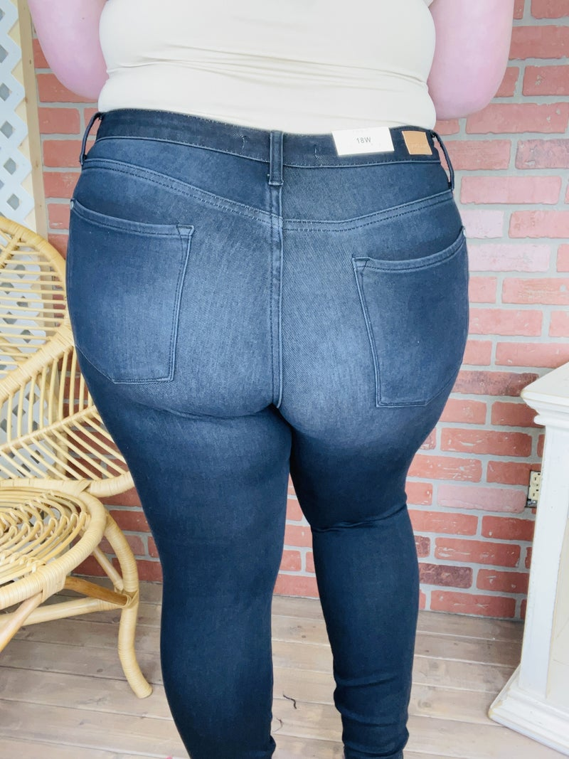"""Judy Blue """"Break the Ice"""" Black Thermal Jeans"""