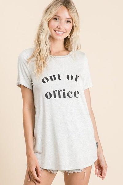 "Vanilla Bay - Short sleeve knit top ""Out Of Office"" print"