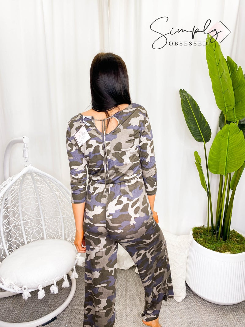 Camo print jumpsuit with elastic waist band and back key hole detail(plus)