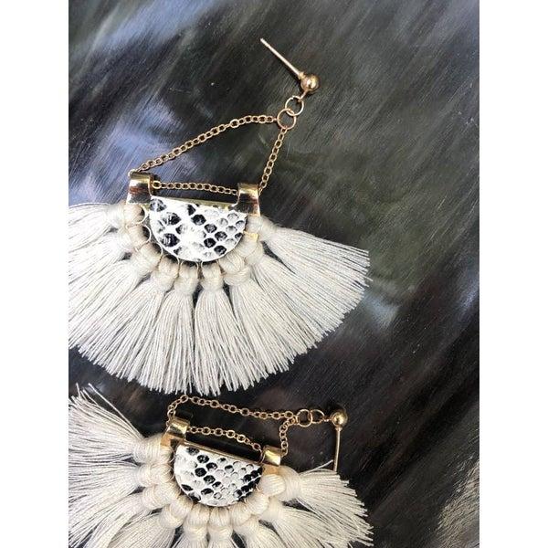 FAIRE - White Golden Snake Earrings