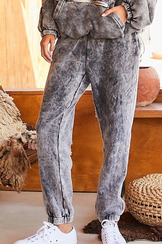 Main Strip - Fleece mineral wash pants