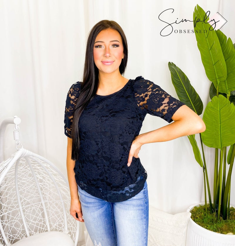 RENEE-SCOOP NECK LACE SHORT SLEEVE TOP