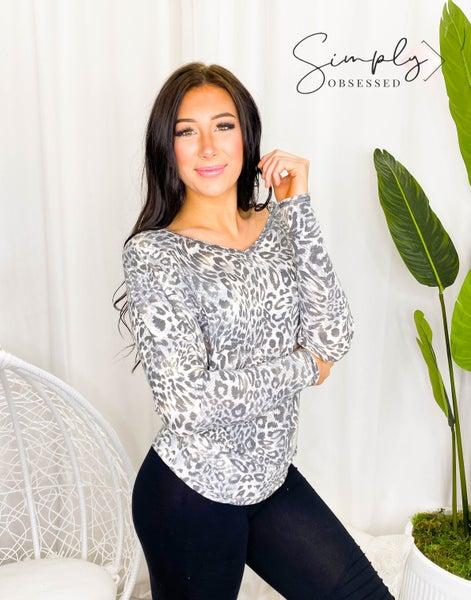 White Birch - Long sleeve leopard print v-neck knit top