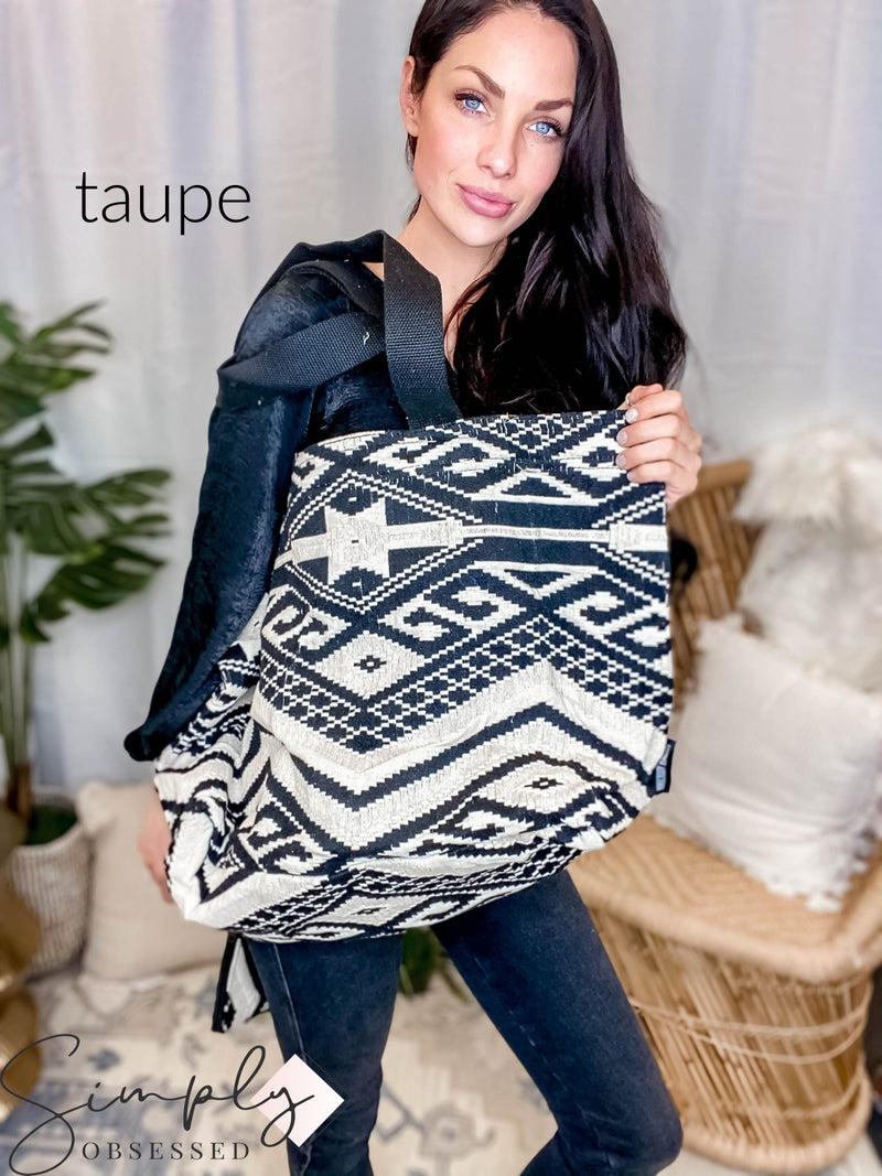 Vintage Addiction - Jacquard tot with matching clutch