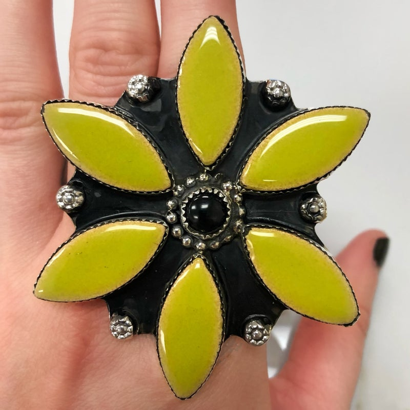 M&S Ceramic w/black onyx flower ring