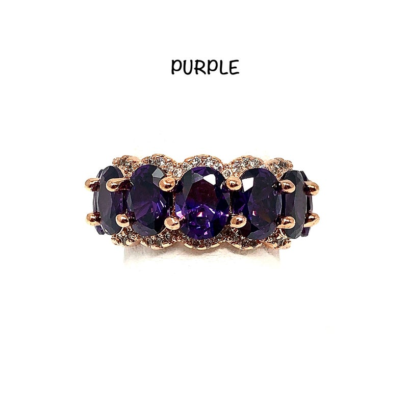 Medium Oval Stone Outlined Ring