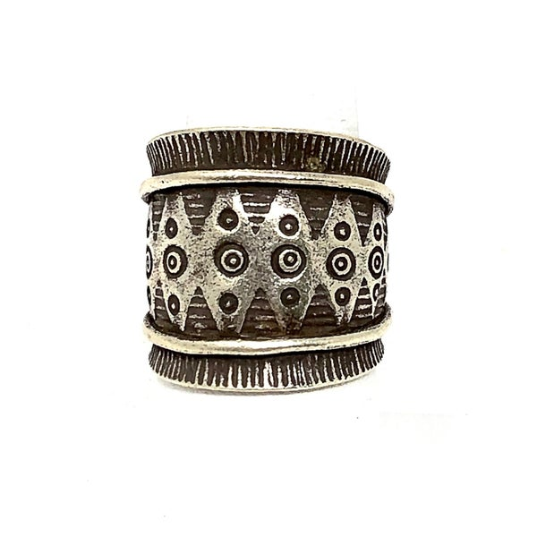 Cool Tribal Accent Beveled Silver Wrap Ring