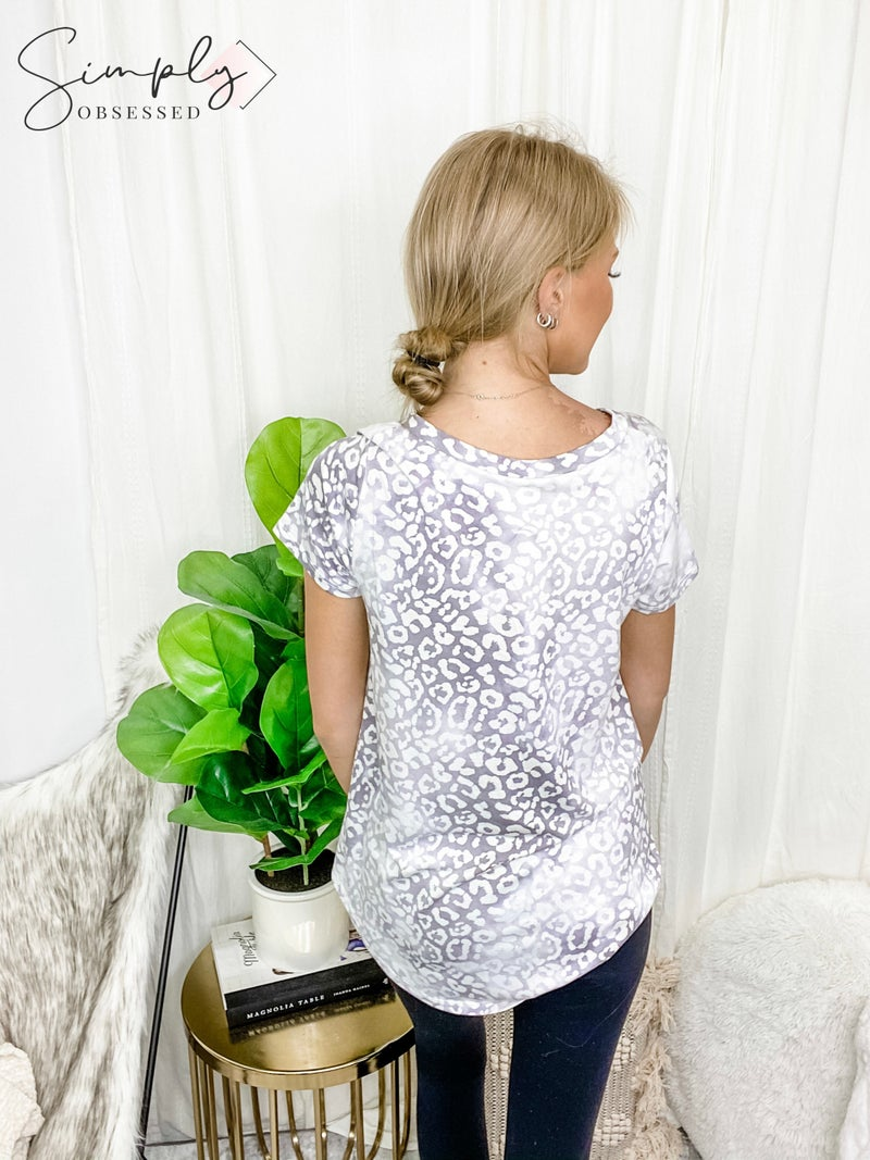 HONEY ME-FRENCH TERRY LEOPARD PRINT V NECK TOP