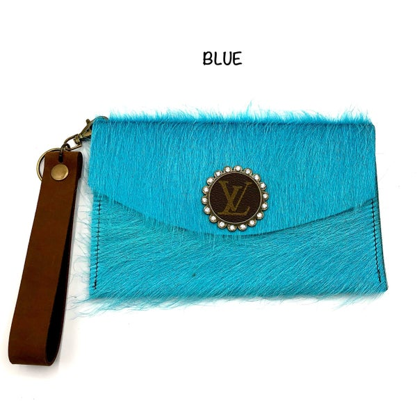 MEDIUM LEATHER WALLET WITH FUZZY DETAIL