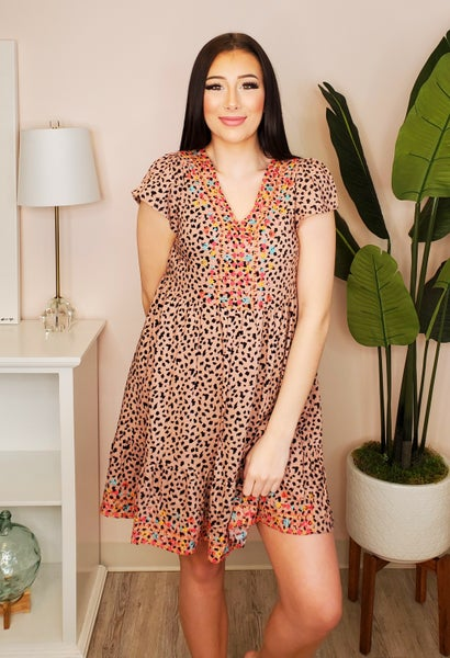 Andree by Unit - Cheetah print short sleeve dress featuring stitch detail(plus)