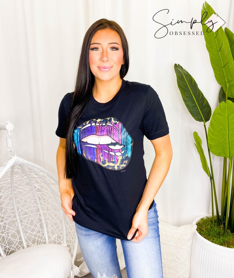 Bella Lips - Relaxed fit crew neck graphic tee