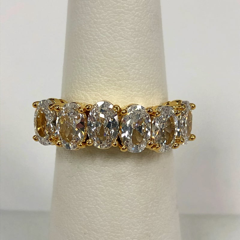 Stunning sz 6 Stone Ring with CZ