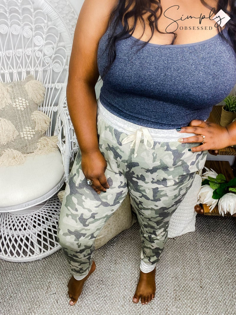 VANILLA BAY-Camo print knit jogger pants featuring contrast band and side pocket with drawstring details
