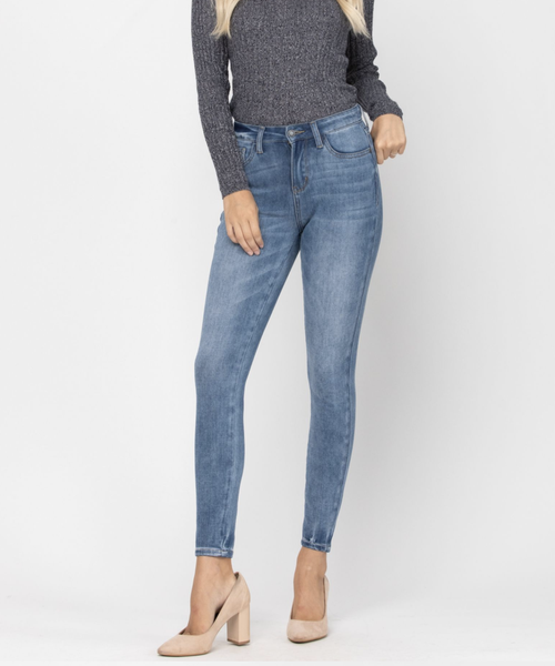 """Judy Blue - skinny jeans (All Sizes) RISE: 10"""" INSEAM: 28"""""""
