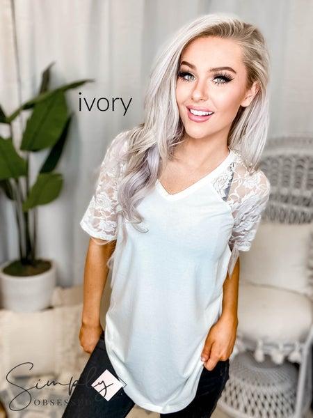 Lace detail short sleeve v neck round hem top(All Sizes)