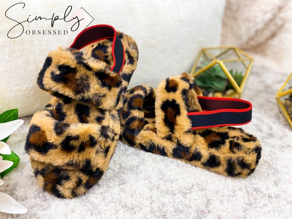 LUV FASHION-WOMENS FLUFF TWO BAND SLIPPER