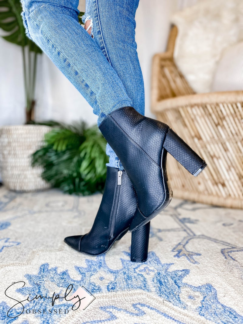 Qupid - Pointy Slip On Booties
