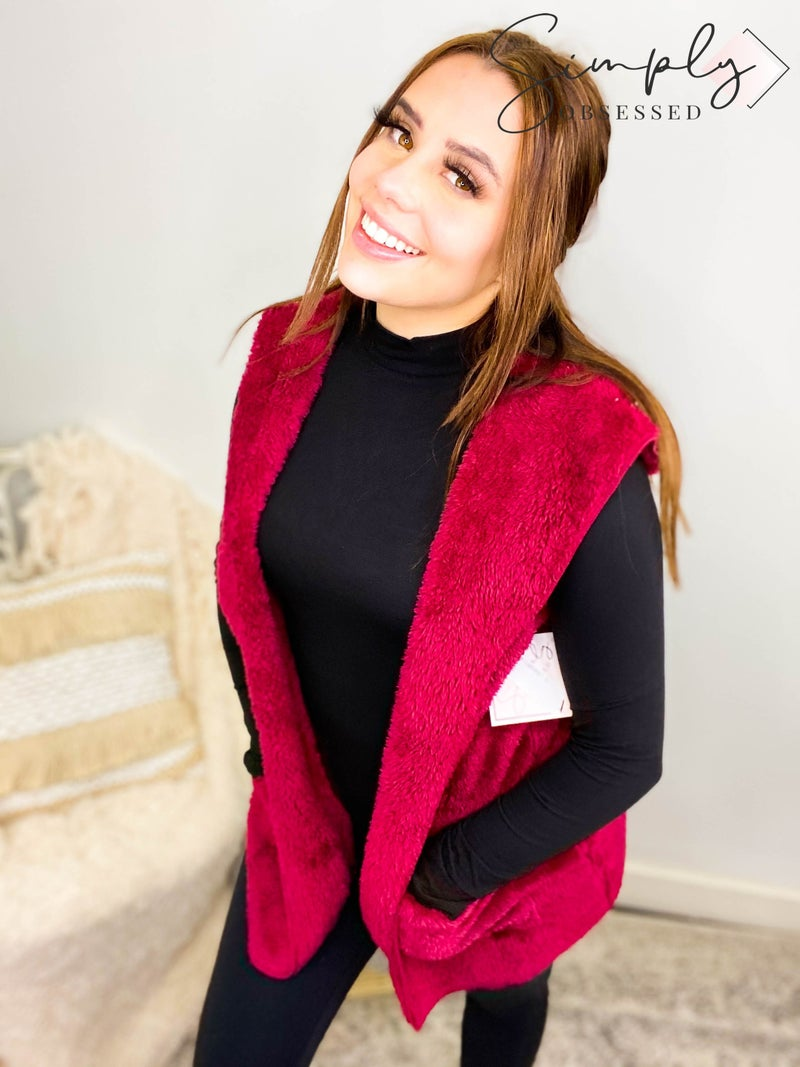 Hooded faux fur vest with side pockets(plus)