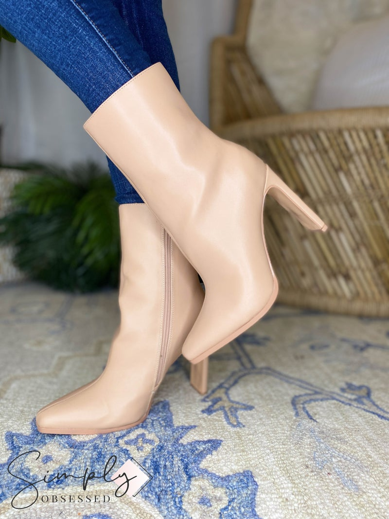 Olivia - Classic Pointy Toe Leather Booties Cave