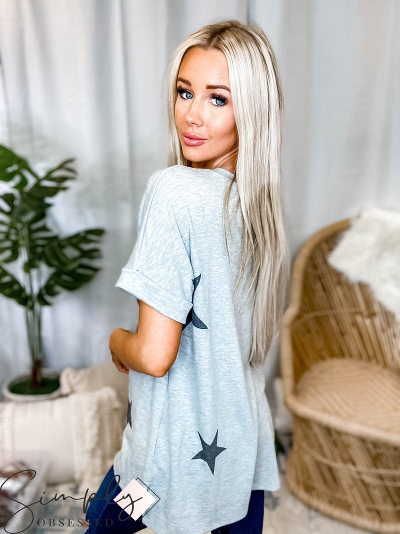 Jodifl - Star Print Cuffed Short Sleeve V-Neck Top