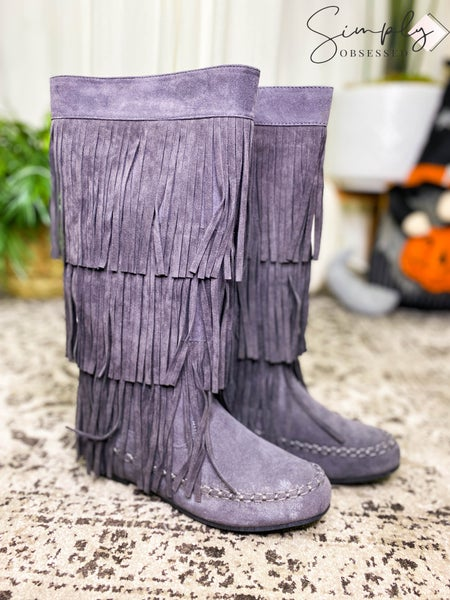 Refresh - Knee high faux suede boots with tassels