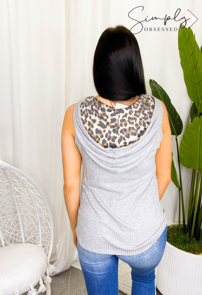 7th Ray - Sleeveless animal print striped hoodie