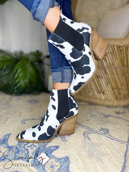 Barn Babe - Pointy Toe Elastic Chelsea Boots