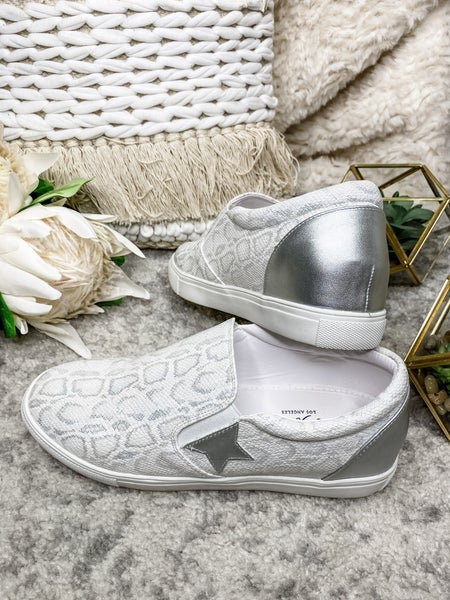 LET'S SEE STYLE-Slip On Sneakers