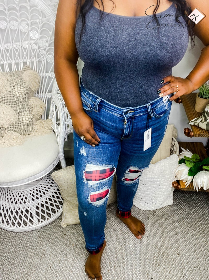 JUDY BLUE-MID RISE SKINNY FIT DISTRESSED JEANS WITH PLAID PATCH