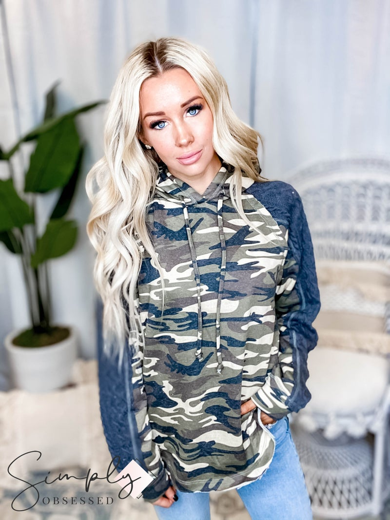 Oddi - Camo french terry hoodie with contrast cable knit sleeves