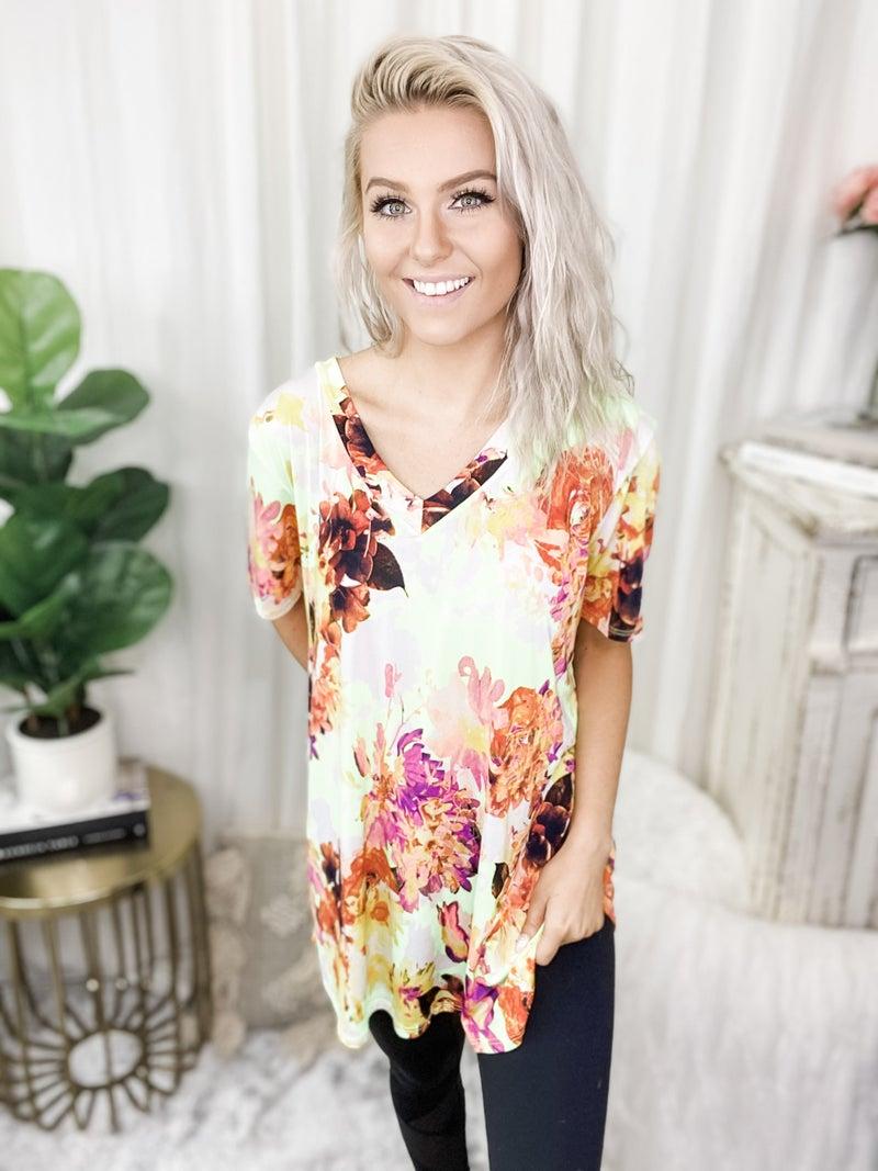 Heimish - Short sleeve v neck floral print top