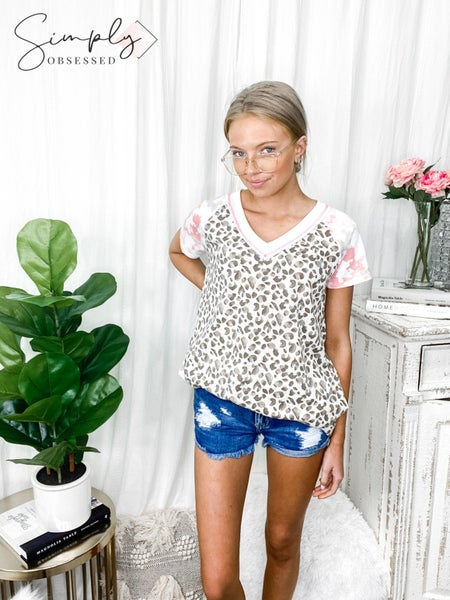 HONEYME-T-SHIRT DRESS WITH SIDE POCKETS AND V-NECK DESIGN