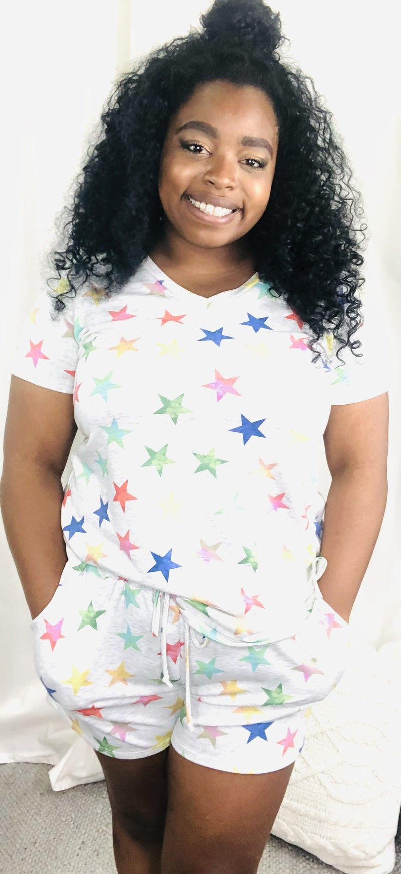 HONEY ME-V NECK SHORT SLEEVE TOP WITH STAR PRINT