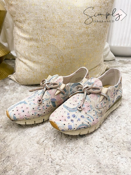 OTBT - Floral Destressed Shoes