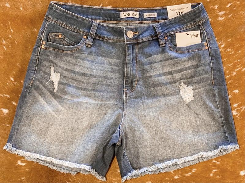 Curvy Line! High-Rise Wannbettabutt Frayed Hem Shorts