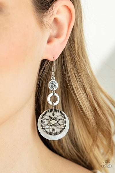 Royal Marina - White shell-like disc with Silver ring Earrings