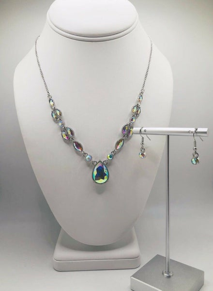 Royal Rendezvous - Iridescent Necklace & Earrings - Life of the Party