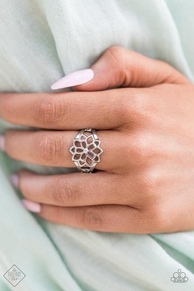 Prana Paradise - Silver flora petals Ring