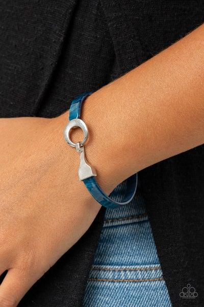 HAUTE Button Topic - Blue Acrylic Bracelet