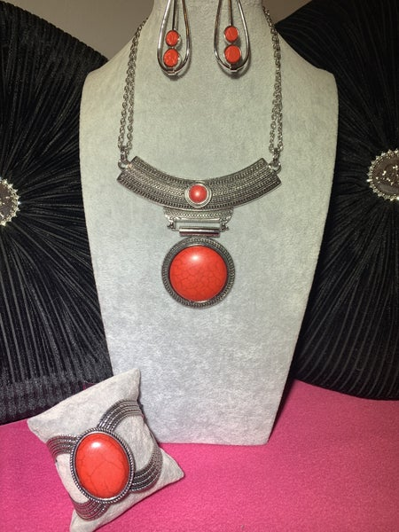 Lasting EMPRESS-ions, Natural Nova & Coyote Couture -  Silver with Red Crackle Stone Set