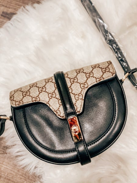 TWIST CROSSBODY
